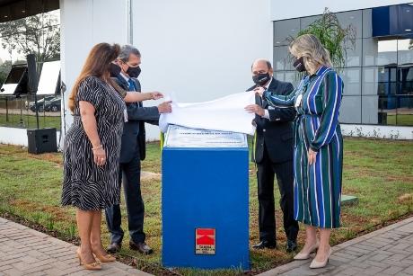 Descerramento da placa inaugural da nova sede da Fundação Fibra, em Foz do Iguaçu.