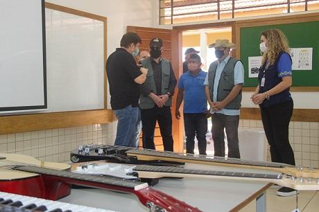 Instrumentos musicais em escola da comunidade Añetete. Foto: Lígia Leite Soares/Itaipu Binacional