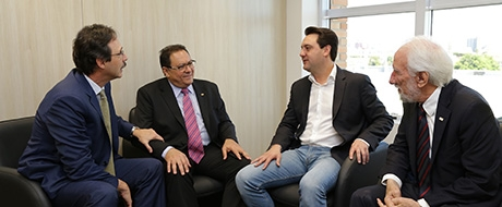 Ratinho Júnior pede apoio da Itaipu para a integração da América Latina